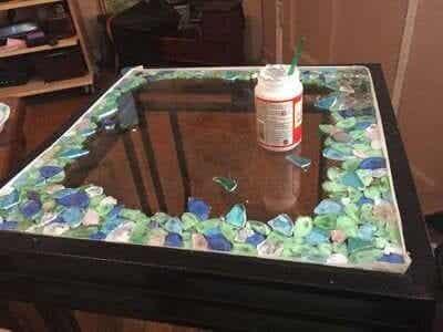 割れてしまったガラス製品の簡単な修理と再利用法