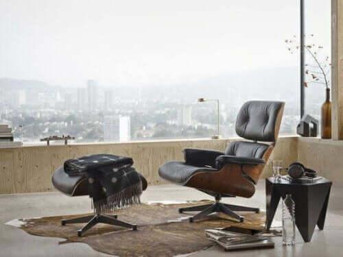 洗練された家具-ラウンジチェアとオットマン