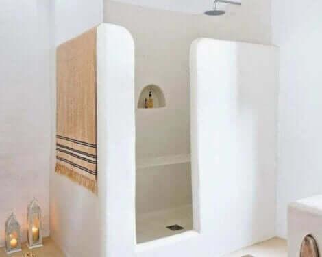 石造り シャワー室