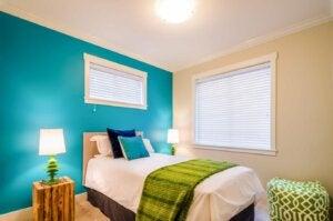 インテリアに青緑を取り入れる ベッドルーム