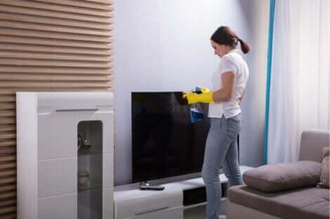 忙しい人のためのクリーニング・ルーティーン テレビの掃除