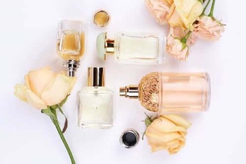 香水と建築の交わりーユニークな形の香水瓶
