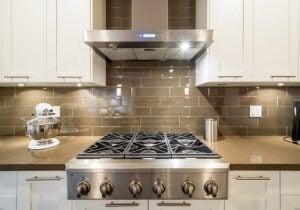 スペースを最大限に活用するキッチンの様々なサイズとは? コンロ