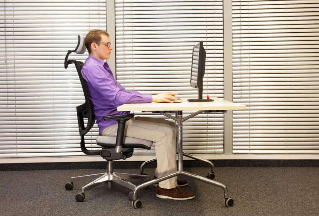 仕事場用の3つのタイプのオフィスチェア