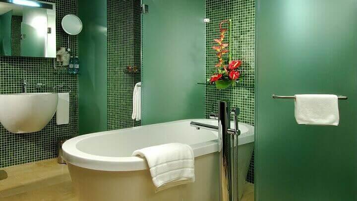 緑の浴室 モノクロ インテリア