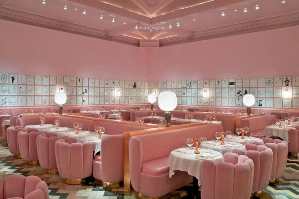 コーラルピンクのレストラン モノクロ インテリア