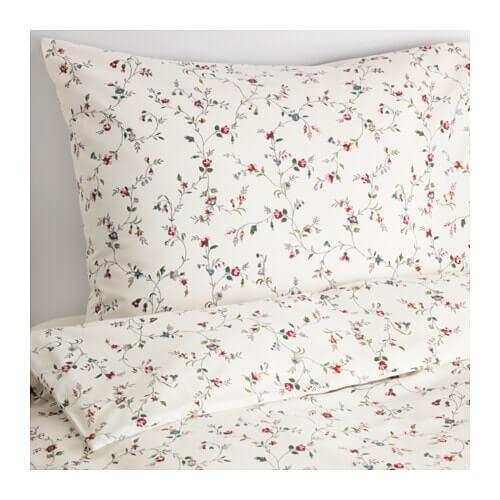 이케아에서 구매할 수 있는 꽃 모티브 침대보