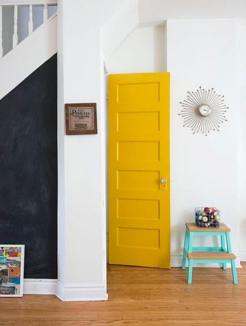 노란 문 인테리어