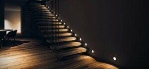 계단을 장식하는 방법: 조명의 힘을 기억하자