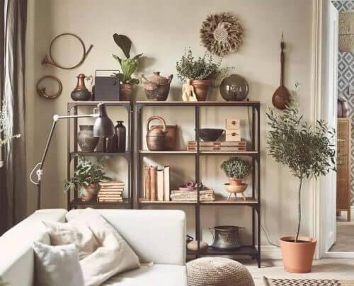 낱개의 선반으로 세들어 사는 집 벽을 장식한다.