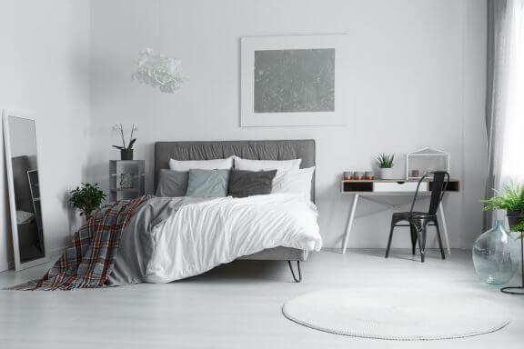 흰 벽을 가진 침실 데코레이션 8가지 팁