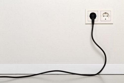 창의적으로 전기 콘센트를 숨기는 가장 좋은 방법