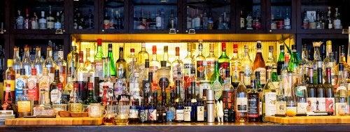 술병을 근사하게 진열해보자.