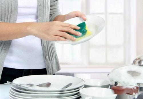 설거지는 식사 후 바로바로 한다.