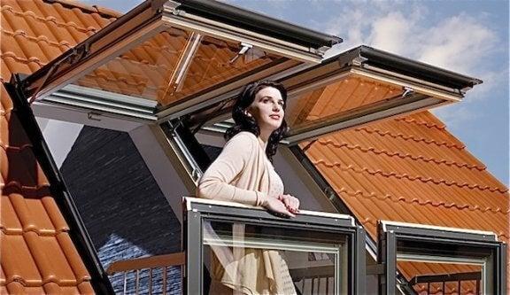 발코니로 변신하는 혁신적인 다락 창문