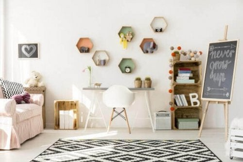 책장은 아이 방을 깔끔하게 유지하는 데 기막히게 실용적인 아이템이다.