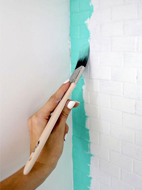 새 페인트로 욕실 타일에 변화를 줘보자