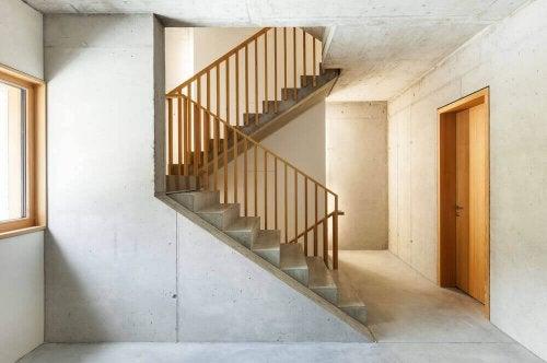 심플한 시멘트 계단은 다양한 스타일의 인테리어에 환상적으로 어우러진다.