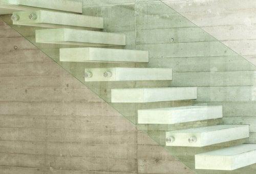 모던하고 미니멀한 인테리어에 핵심 역할을 하는 흰색으로 계단을 칠해보자.