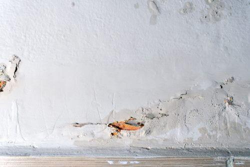 벽에 습기가 차는 것을 방지하자 - 손상된 벽