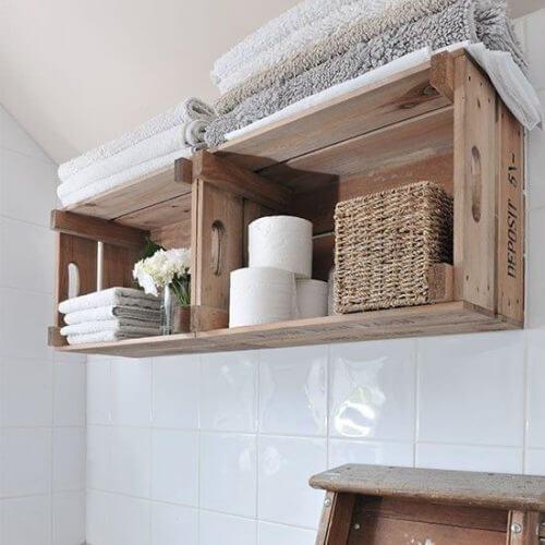나무 상자로 만든 화장실용 장