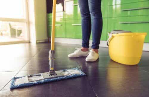 주방 얼룩 : 바닥 얼룩을 제거하는 법