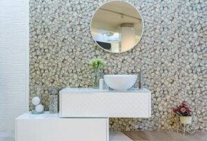 질감있는 벽지를 활용한 아름다운 데코