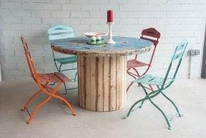 케이블 릴선과 테이블