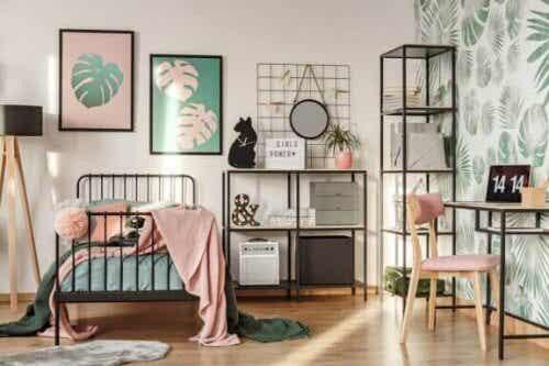 아이들에게 침실을 어지럽히지 않는 것의 중요성을 가르치자