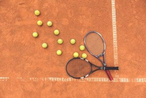 테니스 라켓을 재활용하는 창의적인 4가지 방법