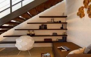 계단 아래 공간 활용-선반