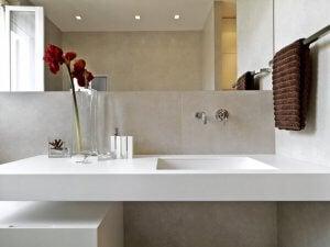 욕실을 깔끔하게 유지하는 방법