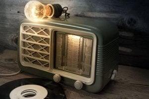 빈티지 음악 세트 – 튜브 라디오