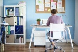 완벽한 홈 오피스 꾸미기: 책상 의자