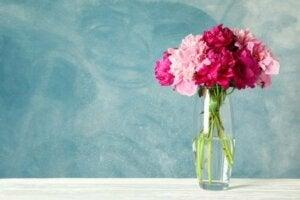꽃과 잘 어울리는 꽃병을 고르는 법: 기둥 모양 꽃병