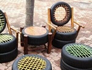 등받이가 있는 타이어 의자