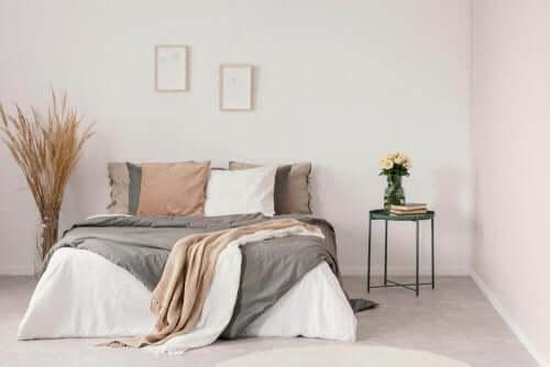 뉴트럴 컬러를 활용한 침실 데코