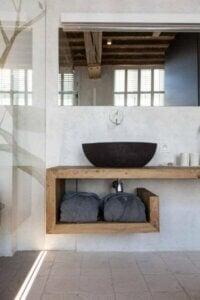 화장실 세면대로 사용할 수 있는 9가지 소재 목재