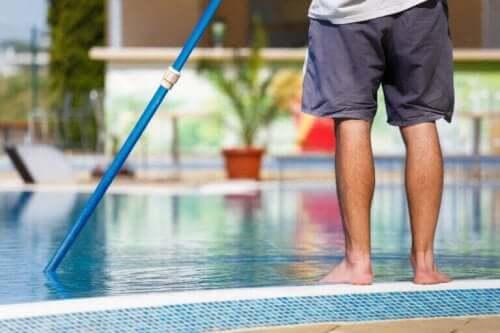 수영장 물 문제를 해결하는 방법