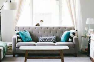 집을 더 크고 밝아 보이게 하는 방법: 밝은 색상
