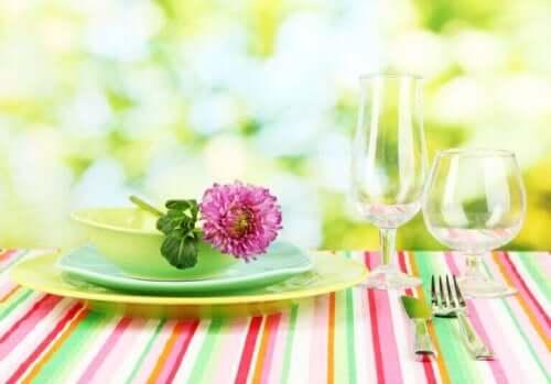 여름날 저녁의 축제용 식탁보