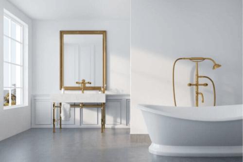 금빛 인테리어를 더한 욕실