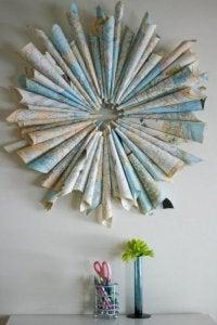 Landkaarten opgerold of gebruikt voor origami
