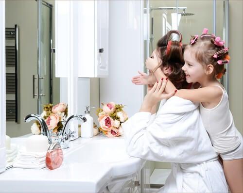 Hoe geef je je badkamer een vleugje vrouwelijkheid?
