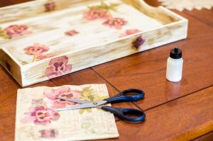 Decoupage is een leuke manier om te decoreren