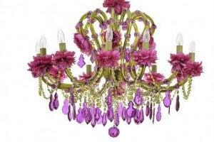 <je oude kroonluchter met edelstenen versieren