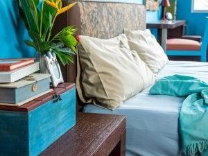 Het mooiste nachtkastje voor je slaapkamer in het blauw