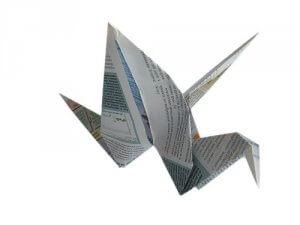 Maak origami om op te hangen met oude tijdschriften