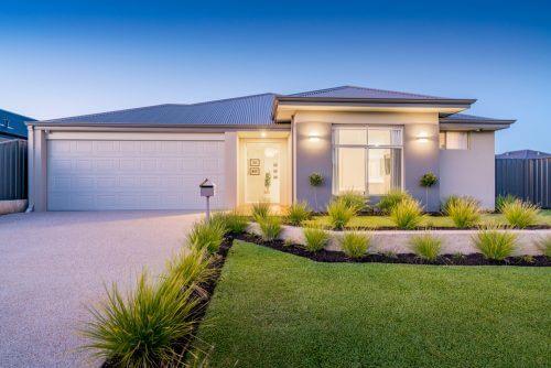 Lichte en neutrale kleuren voor het buitenschilderwerk van je huis