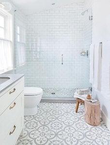 Openslaande douchedeuren nemen veel ruimte in